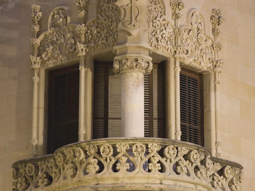 Tribuna de la Casa Navàs en la Plaza del Mercadal  (Miguel Raurich)