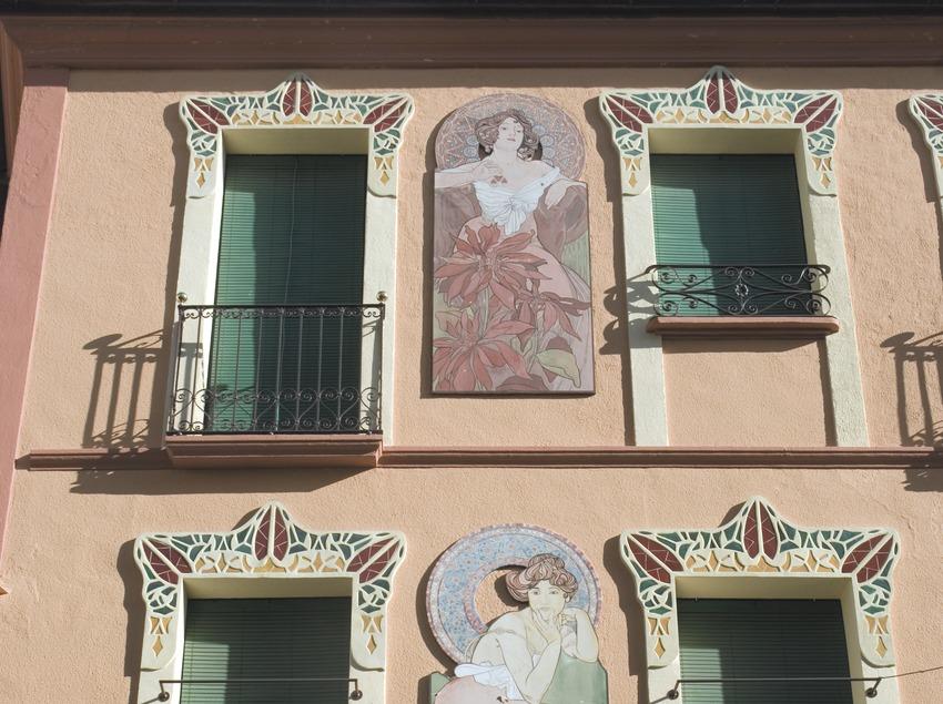 Façana d'una casa modernista  (Servicios Editoriales Georama)