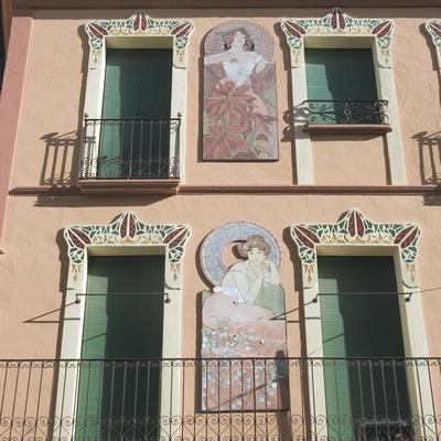 Fachada de una casa modernista  (Servicios Editoriales Georama)