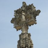 Cross in front of the church of Santa Maria de l'Alba  (Servicios Editoriales Georama)