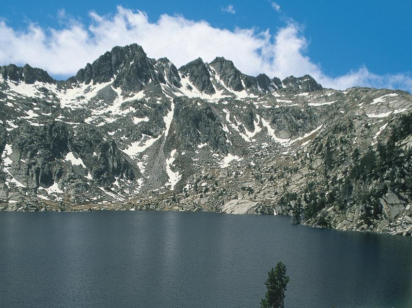 Lago Negre, en el Parque Nacional de Aigüestortes i Estany de Sant Maurici.  (Servicios Editoriales Georama)