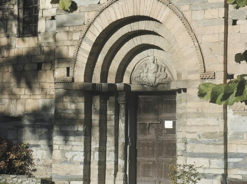 Doorway of the church of Sant Feliu de Vilac  (Servicios Editoriales Georama)