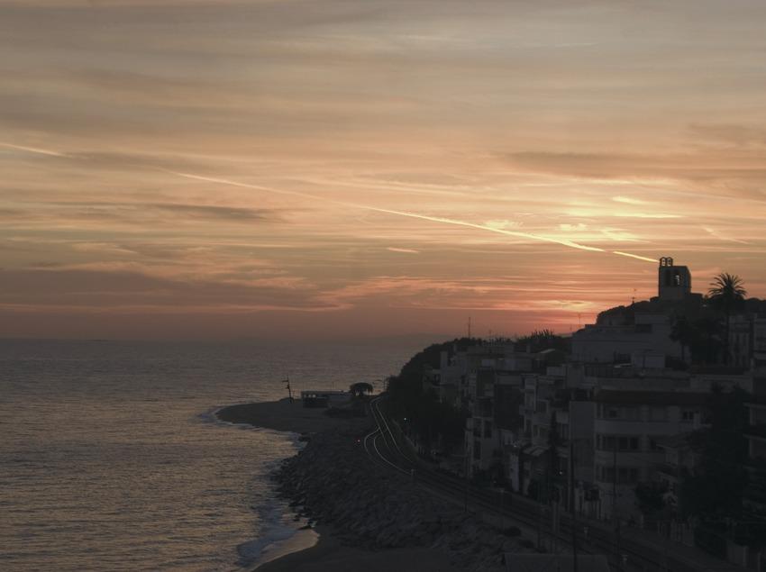 Sant Pol de Mar al atardecer desde la ermita de Sant Pau.  (Turismo Verde S.L.)