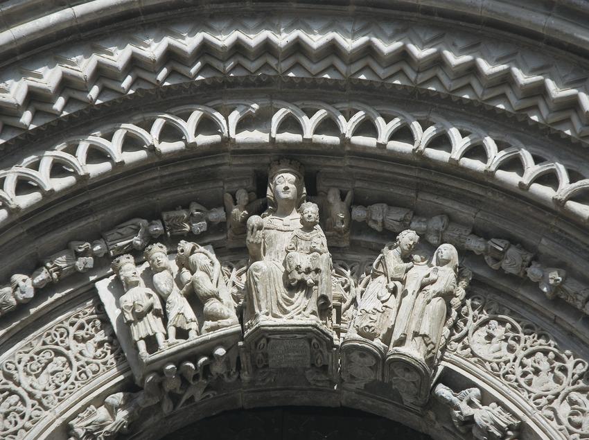 Détail du portail de l'église Santa Maria.  (Servicios Editoriales Georama)