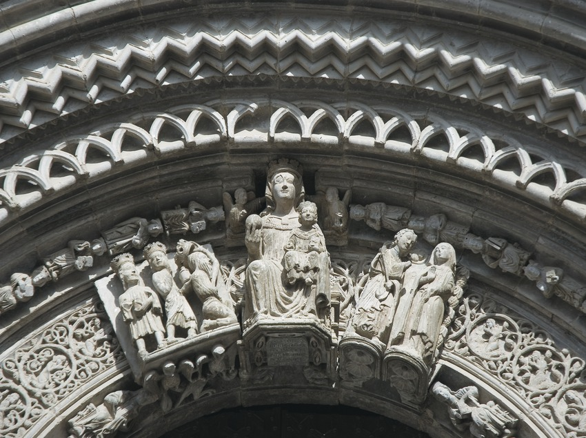Detall de la portalada de l'església de Santa Maria  (Servicios Editoriales Georama)
