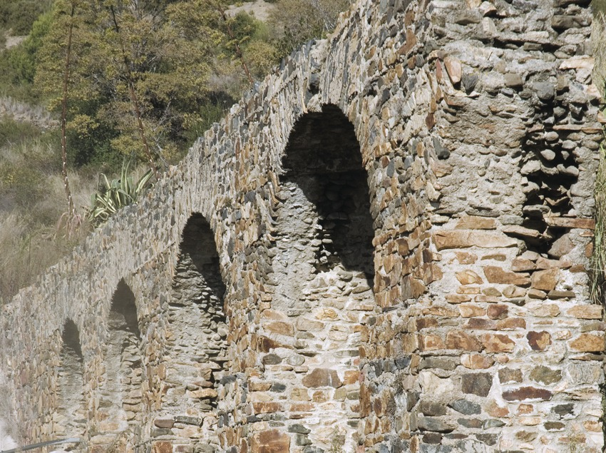 Archaeological ruins of the Roman aqueduct.  (Turismo Verde S.L.)
