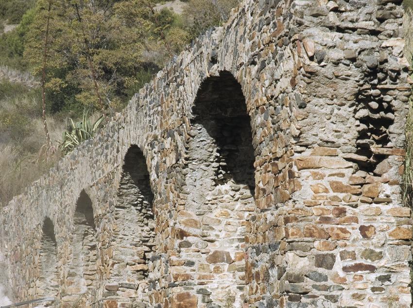 Restes arqueològiques de l'aqüeducte romà.  (Turismo Verde S.L.)