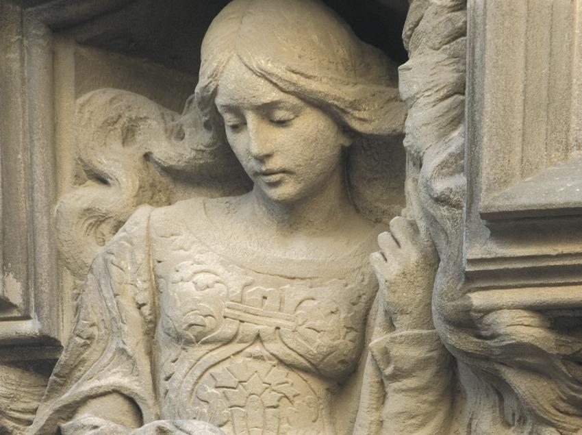 Sculpture on the façade of Coll i Regàs house  (Turismo Verde S.L.)