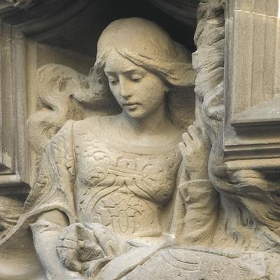 Escultura de la façana de la casa Coll i Regàs  (Turismo Verde S.L.)