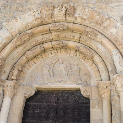 Doorway of the church of Santa Maria de Covet  (Servicios Editoriales Georama)