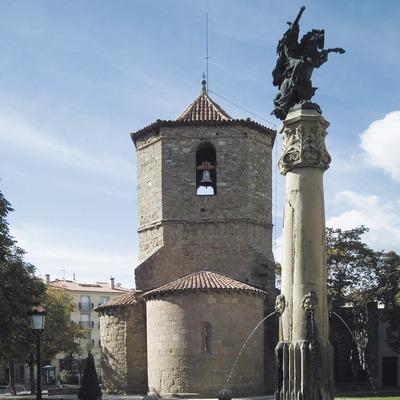 Iglesia de Sant Joanipol y monumento al conde Arnau