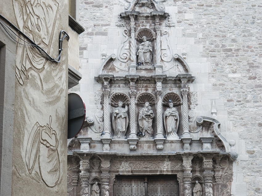 Portalada de la iglesia de Santa Maria.  (Servicios Editoriales Georama)