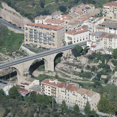 Pont sobre el riu Llobregat i vista parcial de la localitat  (Servicios Editoriales Georama)