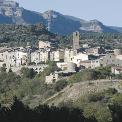 Vista de la localitat i serra de Sant Salvador