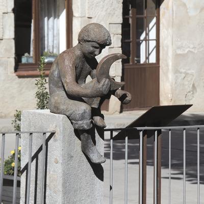 Monument al somiallunes  (Servicios Editoriales Georama)