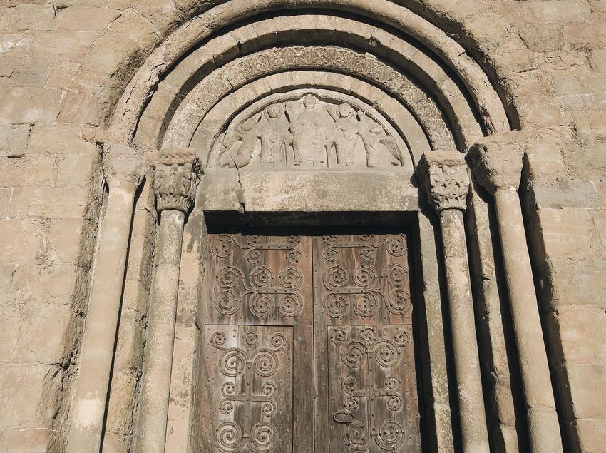 Doorway of the Romanesque church of Sant Joanipol  (Servicios Editoriales Georama)