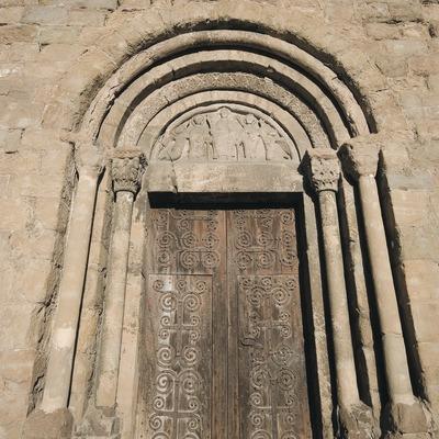 Portalada de la iglesia románica de Sant Joanipol  (Servicios Editoriales Georama)