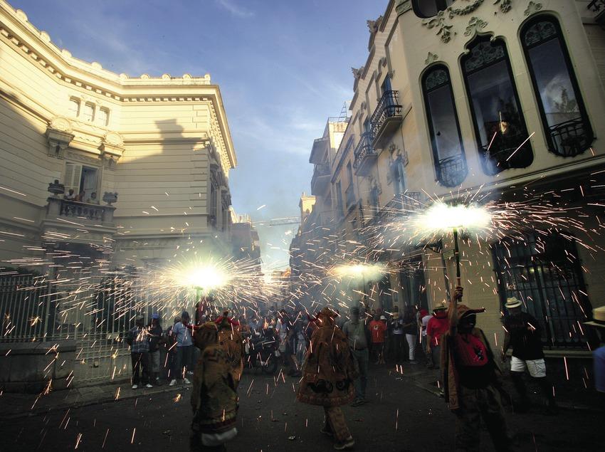 Diablos en el pasacalle de la Fiesta Mayor  (Miguel Angel Alvarez)