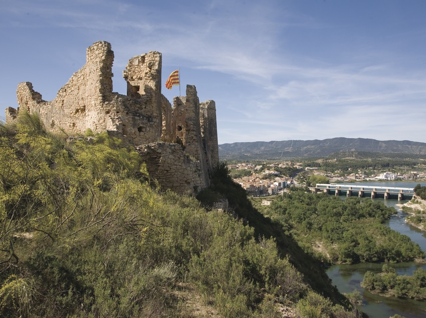 Castle and river Ebro  (Miguel Raurich)