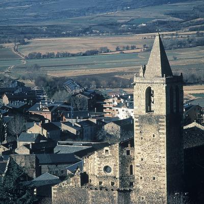 Vista del centre històric i església de la Mare de Déu dels Àngels  (Servicios Editoriales Georama)