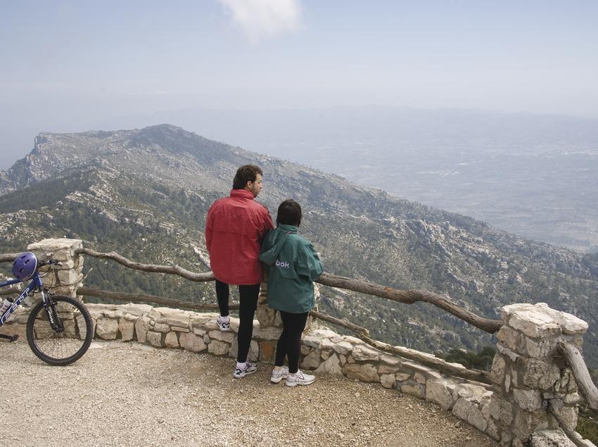 Vista de los Puertos de Tortosa-Beseit desde el Mont-Caro