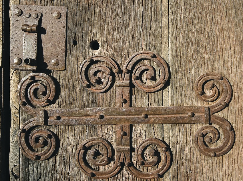 Forged iron on the door of the church of Santa Vicenç de Rus  (Servicios Editoriales Georama)