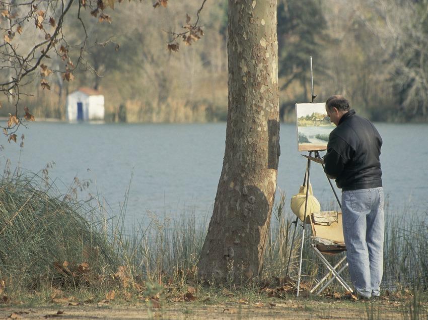 Pintor en la orilla del lago de Banyoles.  (Servicios Editoriales Georama)