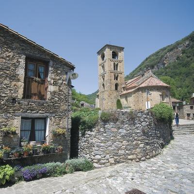 Carrer de Beget i església romànica de Sant Cristòfor  (Servicios Editoriales Georama)