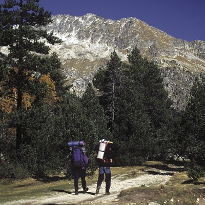 Excursionistes al camí cap l'estany Llong al Parc Nacional d'Aigüestortes i Estany de Sant Maurici.  (José Luis Rodríguez)