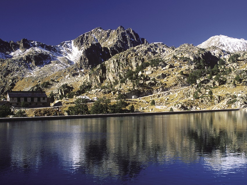 Large lake d'Amitges in the Aigüestortes i Estany de Sant Maurici National Park  (José Luis Rodríguez)