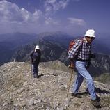 Excursionistes en el camí al Niu de l'Àliga, al Parc Natural del Cadí-Moixeró.