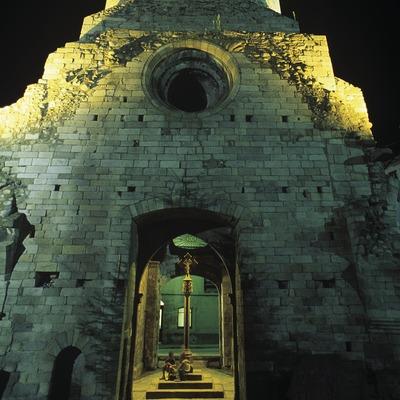 Vista nocturna del campanar de Santa Maria