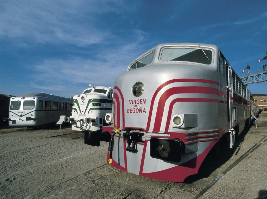 Locomotora al Museu del Ferrocarril  (Turismo Verde S.L.)