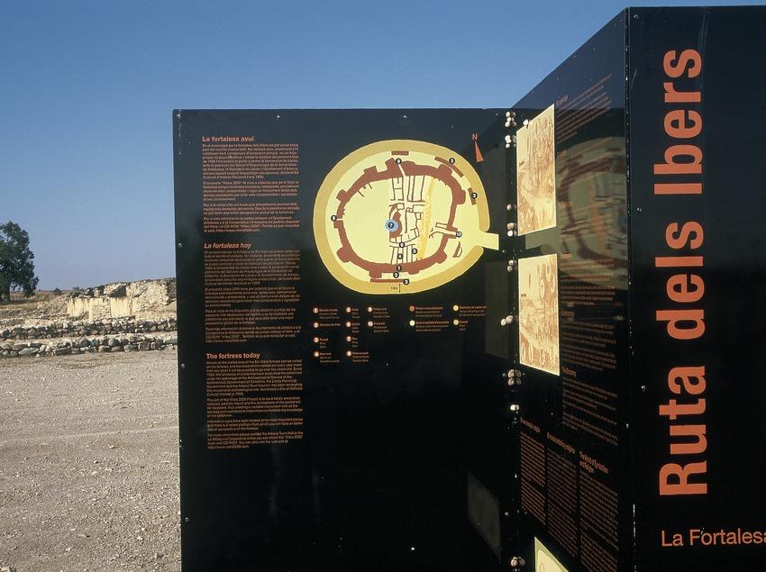 Panel divulgativo en el poblado ibérico de Els Vilars  (Turismo Verde, S.L.)