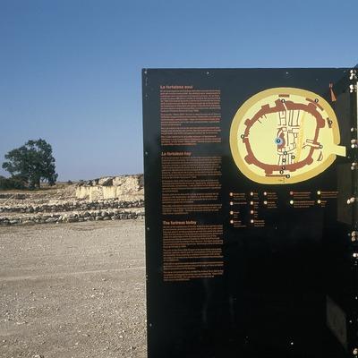 Information board in the Iberian settlement of Els Vilars  (Turismo Verde, S.L.)