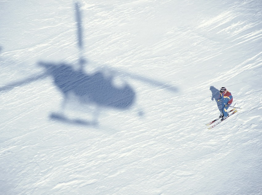 Off piste skiing Descent of Puigmal. Heli skiing.