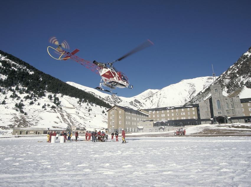 Hélicoptère dans la vallée de Núria.