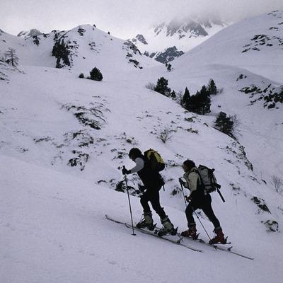 Esquiadors a l'estació d'esquí de Tavascan. Esquí de muntanya
