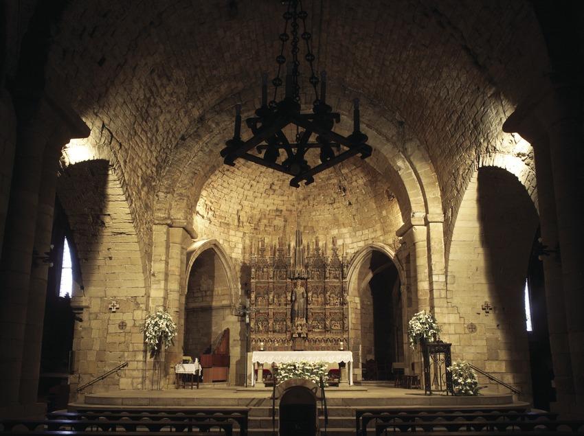 Nau central i altar de l'església de Sant Llorenç  (Miguel Raurich)