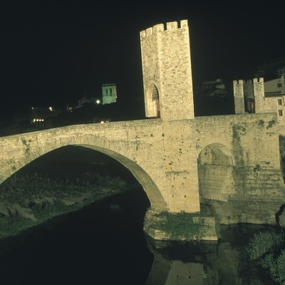 Pont medieval de Besalú  (Kim Castells)