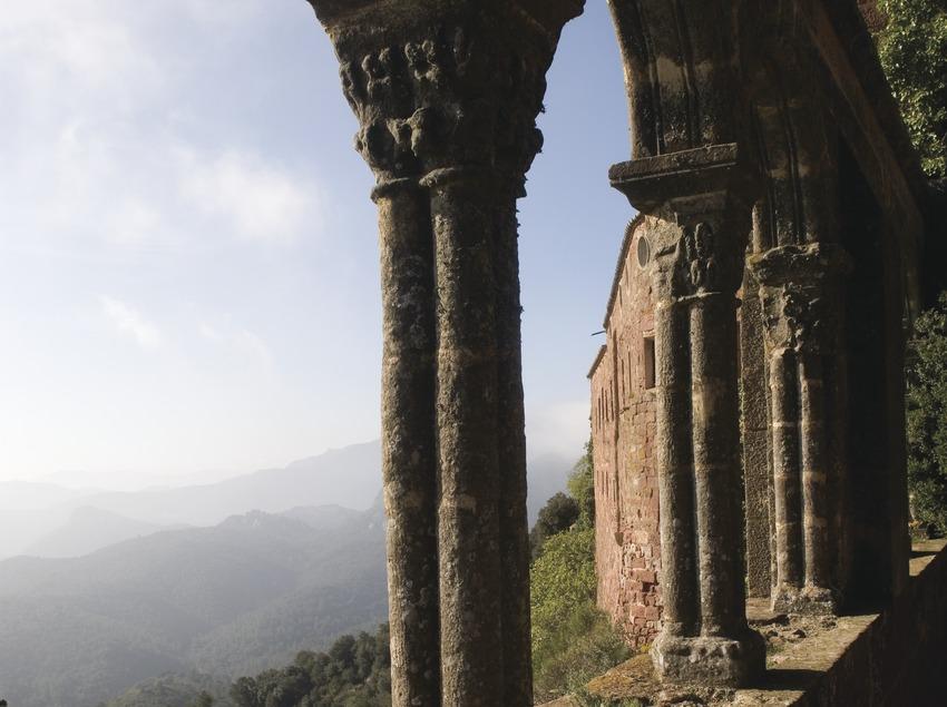 Arcos del claustro del Castillo Monasterio de Sant Miquel d'Escornalbou  (Miguel Raurich)
