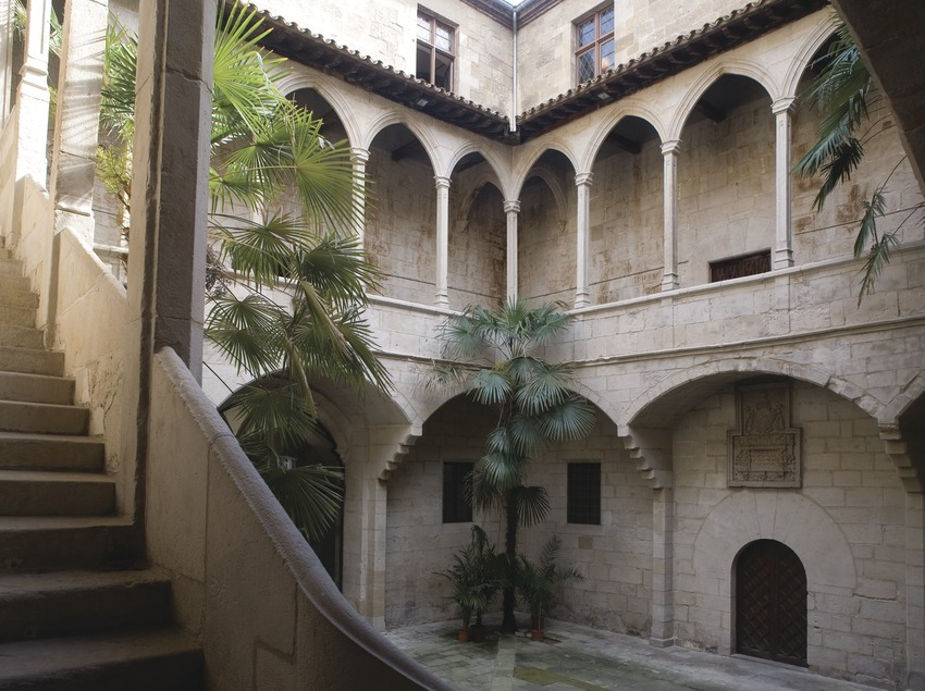 Patio del antiguo hospital de Santa Maria, sede del Institut d'Estudis Ilerdencs
