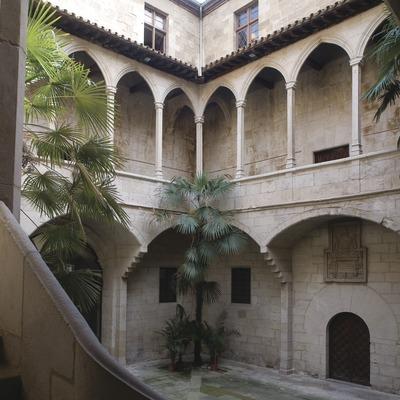 Pati de l'antic hospital de Santa Maria, seu de l'Institut d'Estudis Ilerdencs