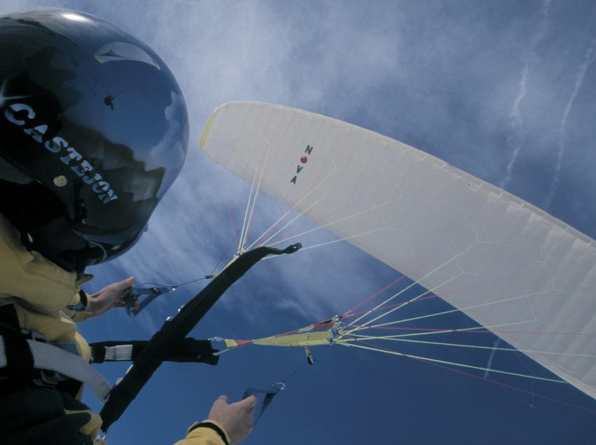 Tandem ski paragliding