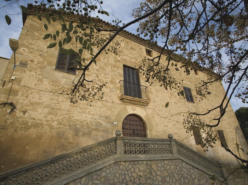 Old castle  (Miguel Raurich)