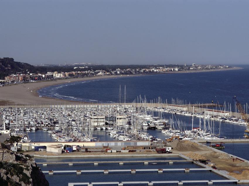 Vista desde poniente del Puerto Deportivo Port Ginesta  (Marc Ripol)