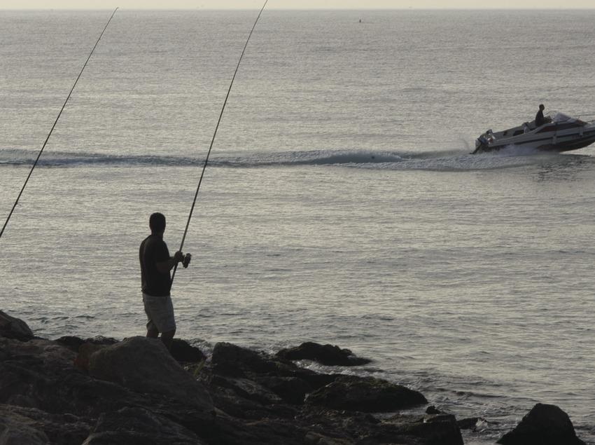 Fischer in der Mole des Hafens von Torredembarra  (Marc Ripol)