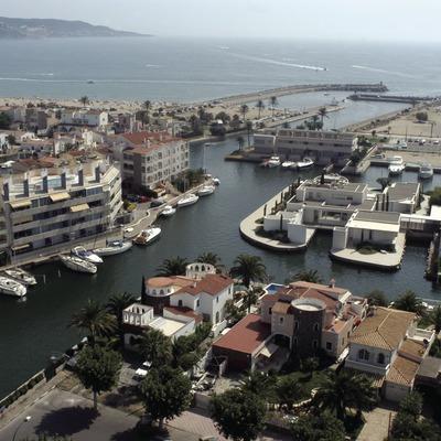 Vista general del port i la bocana del Port Esportiu Marina d'Empuriabrava  (Marc Ripol)