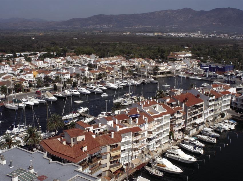 Vista general del puerto deportivo Marina d'Empuriabrava  (Marc Ripol)