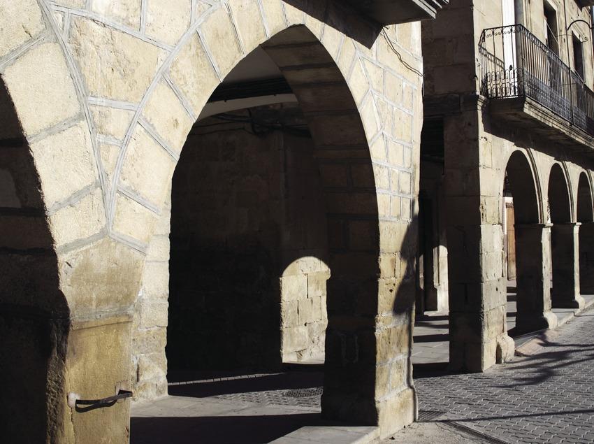 Casas porticadas en la Plaza de Catalunya.